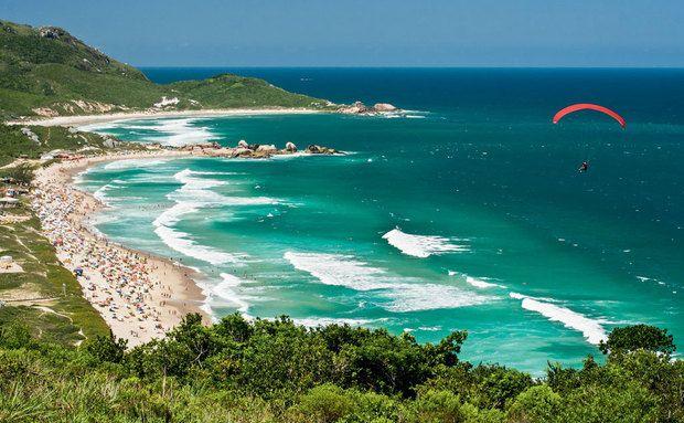 Praia Mole (e também na bem mais calma vizinha Galheta), em Florianópolis, Santa Catarina