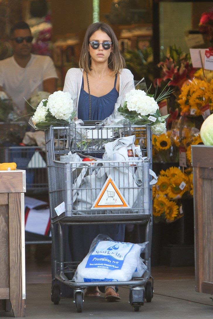 Pin for Later: These Pictures Show That Jessica Alba's Healthy-Girl Status Is Well-Earned