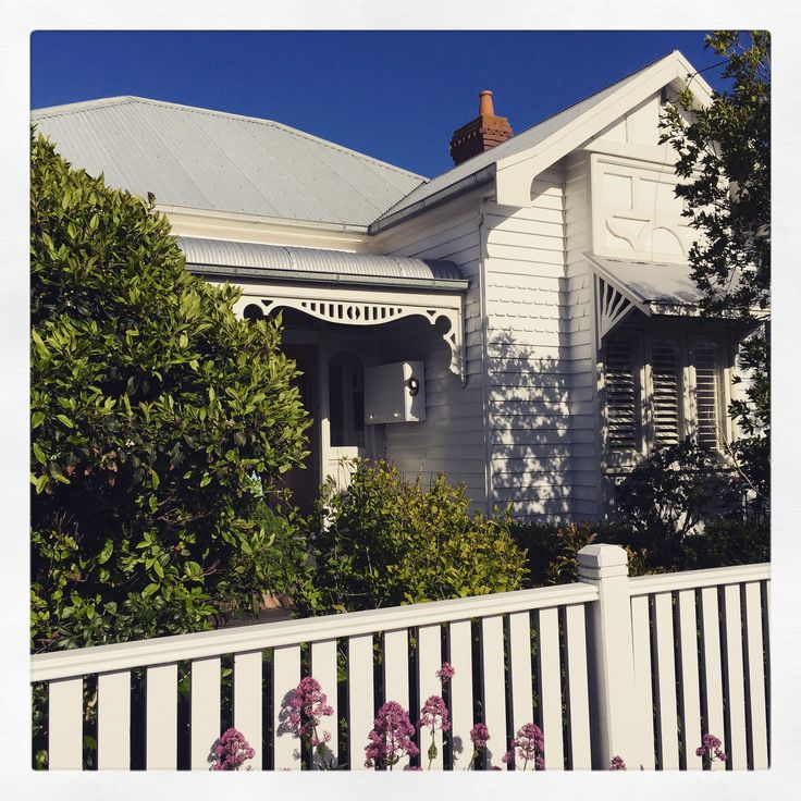 The best holiday house in Port Fairy: Middenway, a home away from home in this beautiful coastal town. #melburnianguideto #portfairy #spring #shamelessplug #airbnb