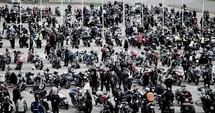 Svenske motorsyklister kjører parade mot mobbing | Bike