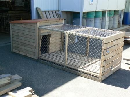 Best 25 outdoor dog kennels ideas on pinterest outdoor for Wooden chicken crate plans