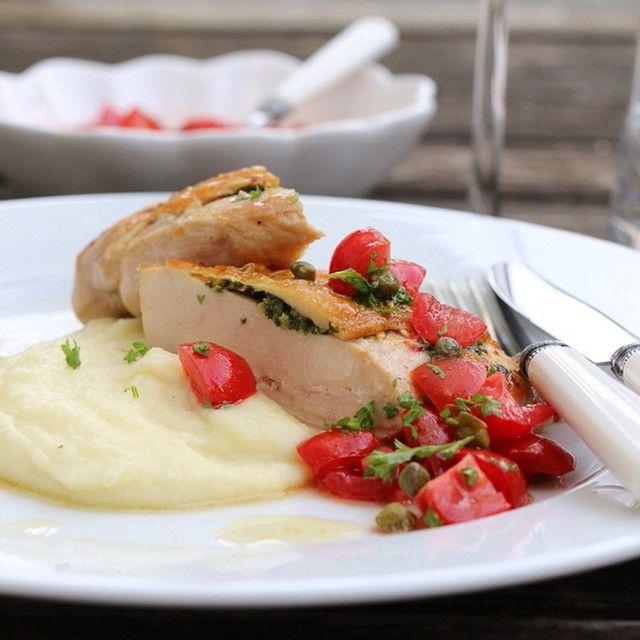 Ny oppskrift på bloggen i dag, saftig kylling med blomkålpure og smakfull tomatsalsa #trinesmatblogg #matbloggerne #godtno #foodblog