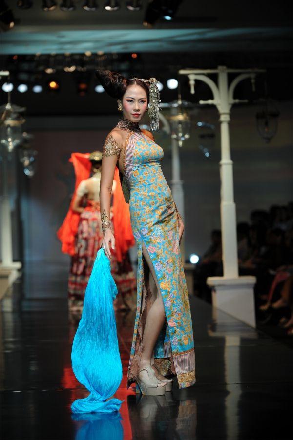 """""""Putri Tiong Hoa"""" Anne Avantie"""