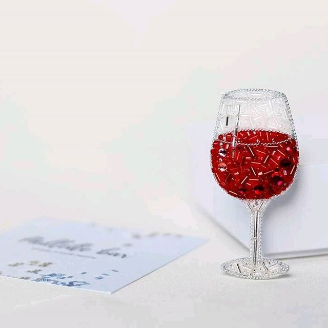 Repost from @paillette_bar with @reposap #reposap Б о к а л в и н а Давно я хотела сделать бокал с вином или коктейлем Случай выпал, бокал готов И, кстати, он крошечка - 5.5 см представляете, какой он изящный и миниатюрный