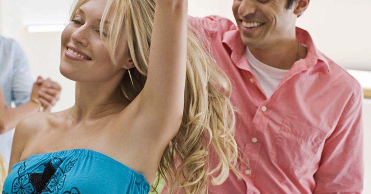 Cómo aprender y recordar una coreografía rápidamente. Los estudiantes de baile principiantes tienen que enfrentarse al reto de memorizar movimientos. Una vez que las habilidades básicas de la danza han sido dominadas, sin embargo, uno puede adquirir la habilidad de recordar una coreografía rápidamente. Cada caso es diferente, por supuesto, pero existen unas cuantas técnicas útiles para aprender un ...