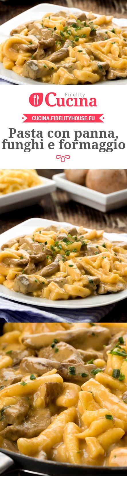 Pasta con panna, funghi e formaggio