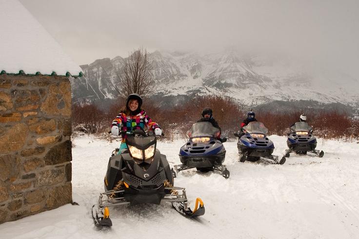motos de nieve en Hoz de Jaca pirineos valle de tena Nieve en Moto