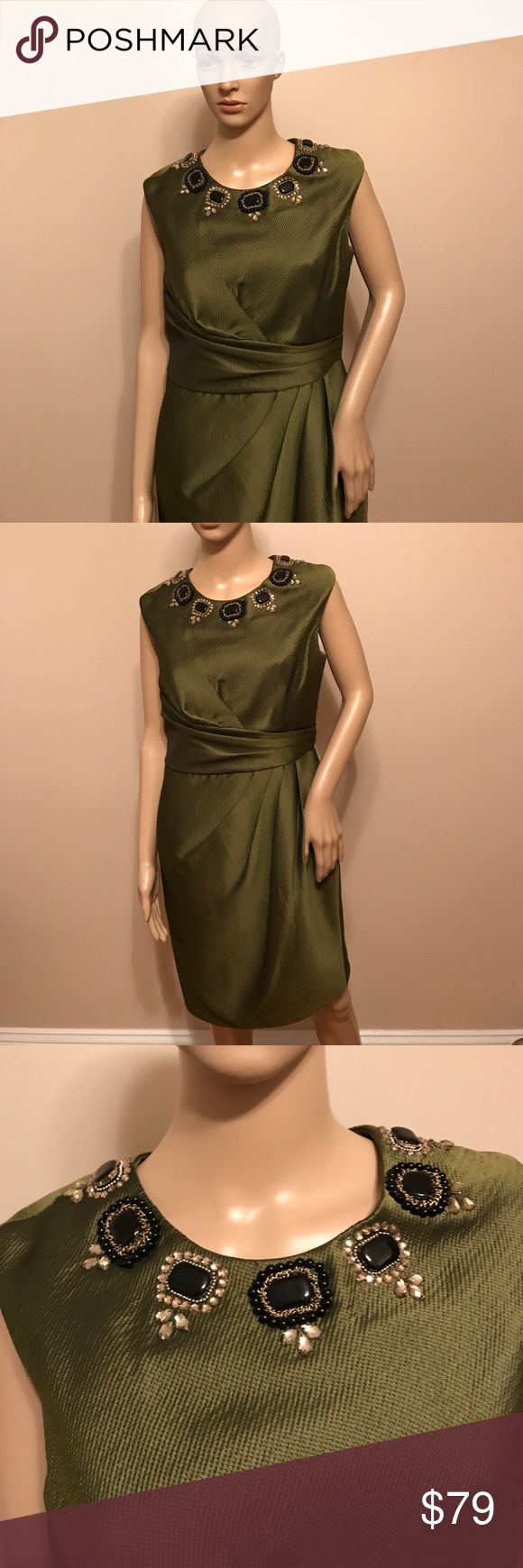 Carmen marc valvo dress Carmen marc valvo dress with a beautiful jeweled neckline. The dress has a back zipper. It is in excellent condition. The color is exquisite, suz-02 Carmen Marc Valvo Dresses Midi