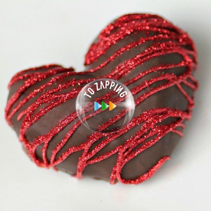 Fresas Con Forma De Corazón De Chocolate. Estas fresas con forma de corazón de chocolate son perfectas para compartir con la gente que amas, ya que puede