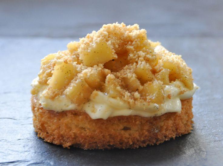 Tartelette sablé breton, crème légère à la vanille, pommes poêlées vanille citron (hummm !)