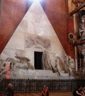 Santa Maria Gloriosa dei Frari Monumento funebre a Antonio Canova