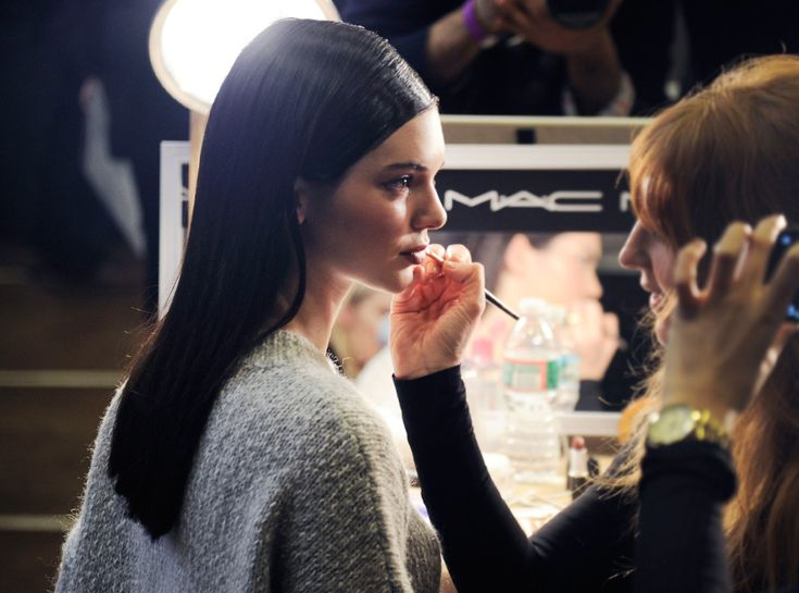 In this installment of Julianne to the Rescue, makeup artist to the starsJulianne Kaye shares th...