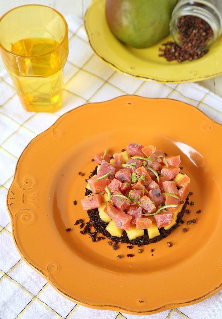 Riso venere con mango, trota affumicata e pepe di Sichuan