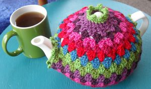 Granny Tea Cozy: Get 10 free #crochet tea cozy patterns... aka tea cosy patterns! :D Roundup of gorgeous patterns at Moogly!