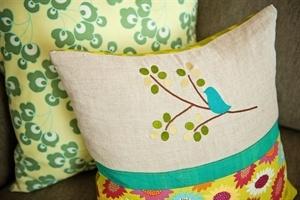 Meringue Designs. Bird on Branch