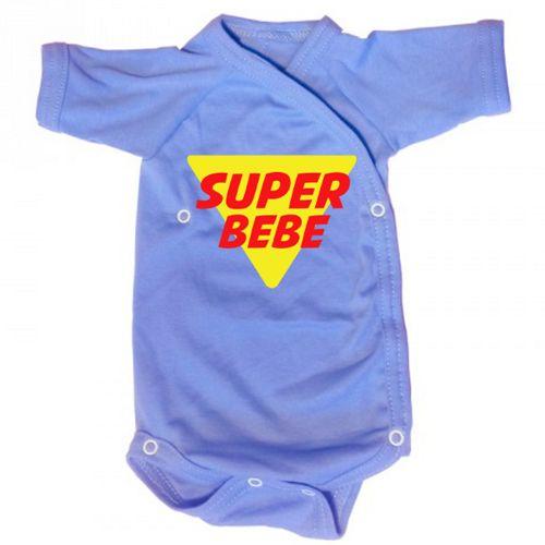 Body SuperBebe    Body bebe pentru bebelusi cu mesajul Super Bebe. Sigla este asemanatoare cu cea a lui Superman, pentru ca a fi copil inseamna sa ai superputeri. Acest tricou este cadoul ideal pentru orice bebe. Exista un design similar si pentru tata, mama si copil.