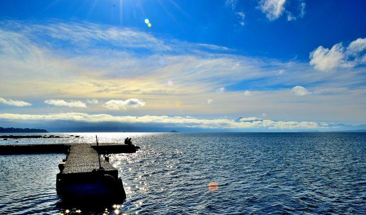 Mediodía en Lago Villarrica, Región de La Araucania, Chile.