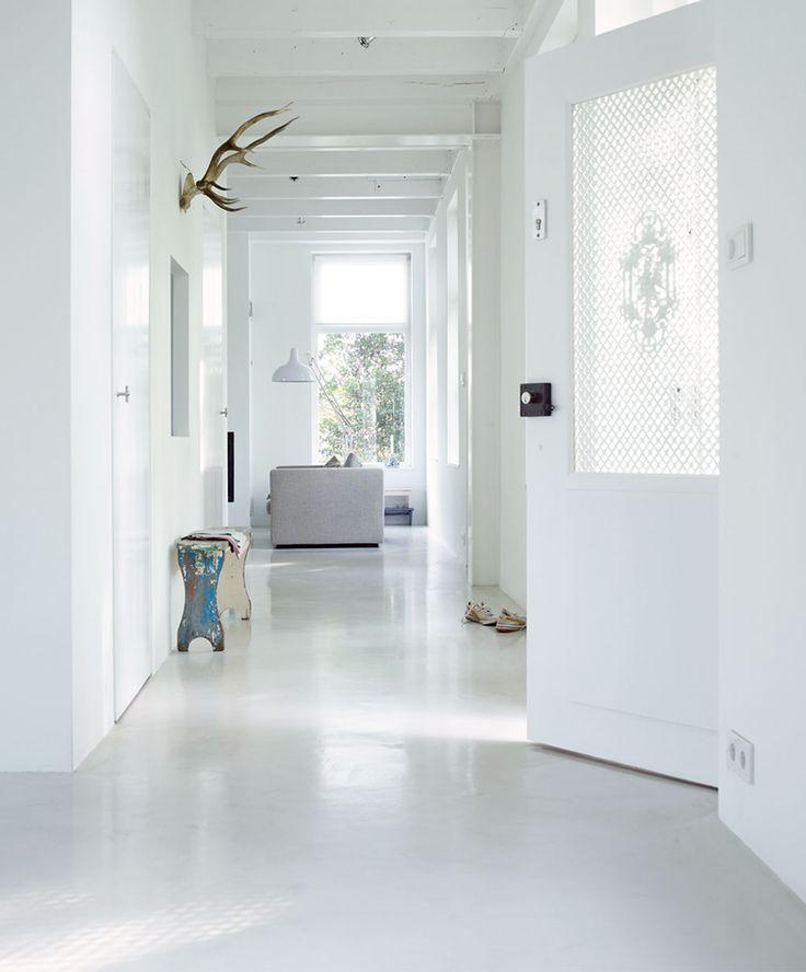 25 beste idee n over witte houten wanden op pinterest witte houten lambrisering houten muur - Tegels badkamer vloer wit zwemwater ...
