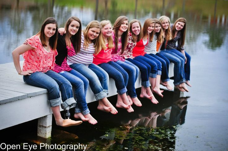 photo shoot with friends...Love this as a birthday idea for Jadyn...