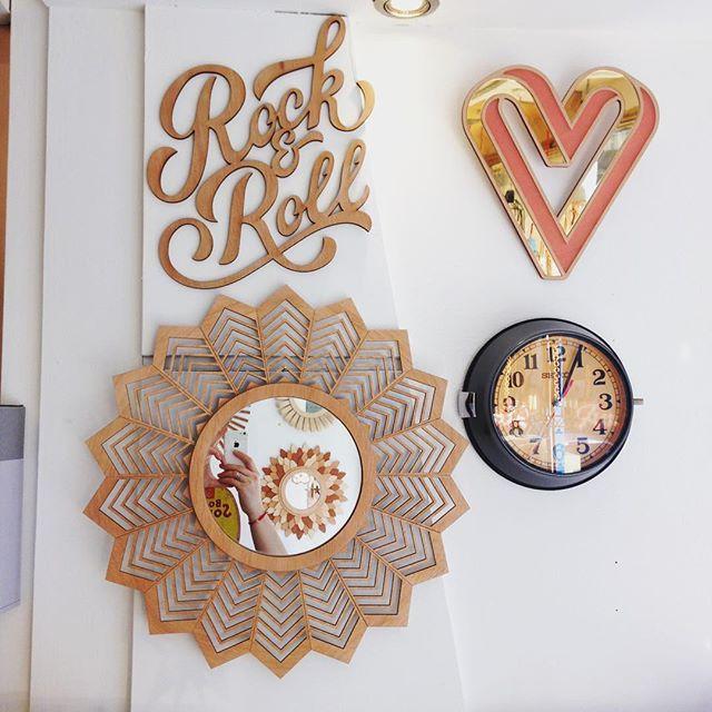 Nouveau miroir en bois découpé à la machine laser ! Comme une envie de soleil ce week-end  . . #miroir #soleil #miroirsoleil #coeur #rocknroll #horloge #brocante #decoupelaser #lasercut #mirror #sun #bordeaux #bordeauxmaville #amour #lavieestbelle #shopping #shopsmall #vintage #woodcut #creation #madeinfrance #personnalisation #seiko