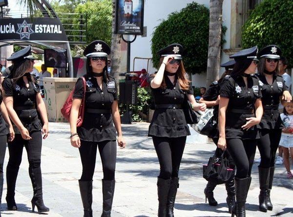 Mira lo que es la Policía Mexicana...