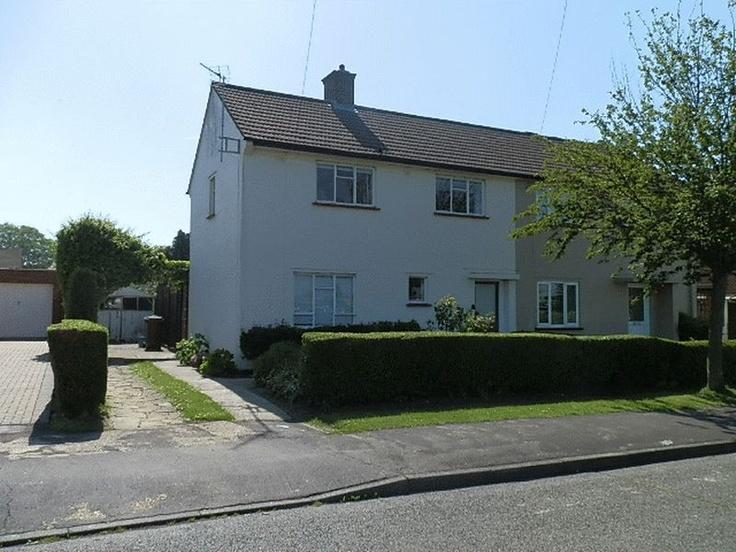 £160,000  2 Bedroom Semi Detached House - Sparhawke, Letchworth Garden City, Hertfordshire, SG6 4PX Estate Agents