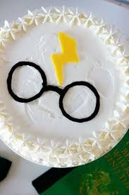 Easy harry potter party cake.  Don't care for the edges, but the middle is nice and simple