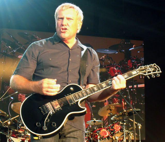 Alex Lifeson Using A Gibson Les Paul Axcess