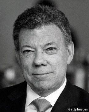 Juan Manuel Santos Calderón: 2010 (Bogotá, 10 de agosto de 1951) es un político, periodista y economista colombiano, actual presidente de Colombia desde el 7 de agosto de 2010. Tras desempeñarse como periodista, incursionó a la política haciéndose miembro del Partido Liberal Colombiano, fue ministro de Comercio Exterior durante el gobierno de César Gaviria, más tarde hizo parte del gobierno del conservador Andrés Pastrana Arango en el que se desempeñó como ministro de Hacienda.