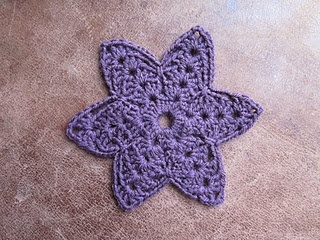 Granny Gertie flower. Find it free on Ravelry