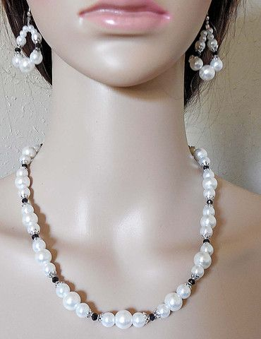 Classic Black and White Glass Pearls Jewelry Set – Robin Harley offers FREE SHIPPING in the U.S. and Canada