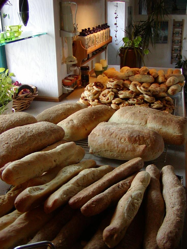 ...så er der vist brød nok til sommerfesten...
