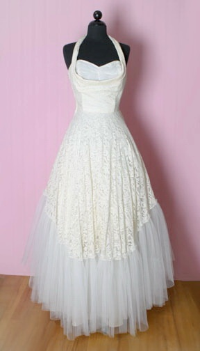 1940s wedding dresses. If I ever get married I would love to wear this <3
