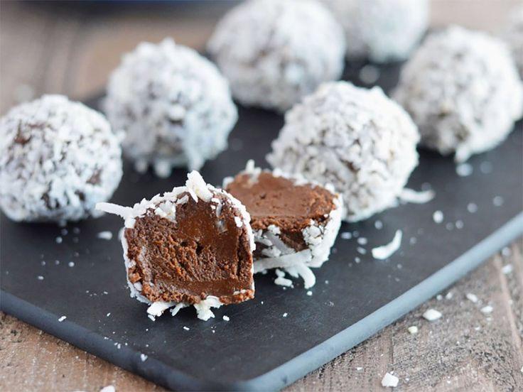 Underbart goda chokladtryfflar med avokado som är väldigt enkla att göra! De är dessutom gluten- och laktosfria, veganska och fyllda med nyttiga fetter. Perfekt när sötsuget sätter in!