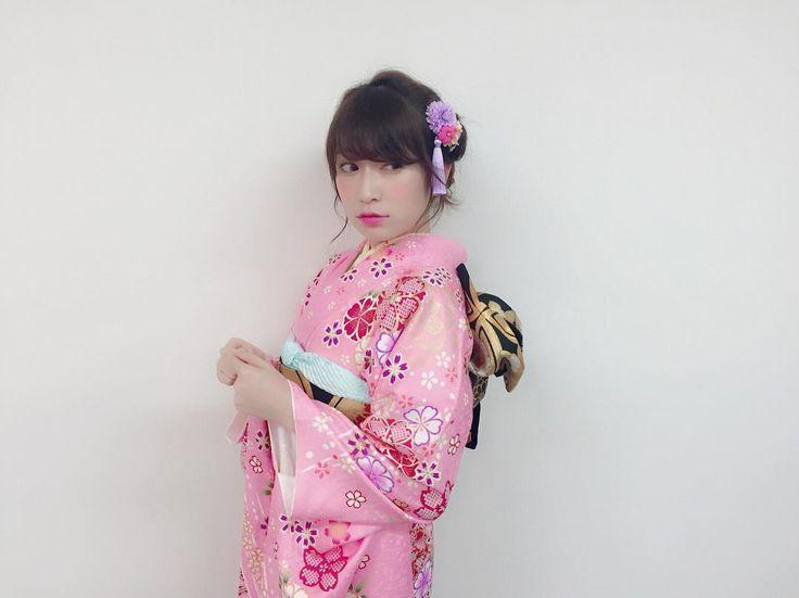 あけましておめでとうございます💖. Twitterではご報告させて頂きましたが…昨日のNHK紅白歌合戦での企画。AKB48夢の紅白選抜で 第6位をいただきました😭💗. 投票して下さった皆さん本当に感謝の気持ちでいっぱいです。本当にありがとうございます。. . 人生でこんなに幸せと感じたのは初めです。. . たくさんの方がYouTube頑張ったからだよ!努力が報われたね!. って言ってくれました。. . でもこの第6位という順位は私が掴み取った順位ではなく、今まで応援してくれた家族、メンバー、スタッフさん、そしてなによりもファンの皆さん。みーーんなで掴み取った第6位です💖. . アイドルになって6年。たくさん挫折して、悔しい思いして、悩んで…でもそんな時支えて下さったファンの方がいたから、続けてこれたし、また頑張ろうと思えました。私1人ではあの場所には立てなかった。. . 最高で素敵すぎるプレゼントをありがとうございます。. . 2017年。2016年で得たこと、そしてこの第6位という順位を自信に変えて、さらに飛躍したいです。…