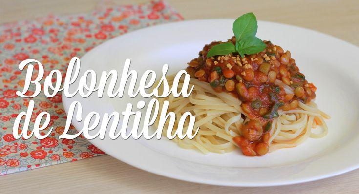 Há um tempo postei aqui no blog uma receita de molho bolonhesa vegano, feito com proteína de soja. Hoje vou ensinar uma outra versão, tão gostosa quanto a outra, só que mais saudável, que é feita com lentilha.