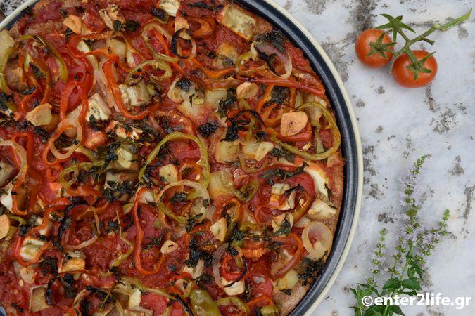 Χορτοφαγική πίτσα ολικής αλέσεως με μελιτζάνα και κολοκυθάκι - Vegetarian whole wheat pizza with eggplant and zucchini http://www.enter2life.gr/25900-chortofagiki-pitsa-olikis-aleseos-me-melitzana-kai-kolokythaki.html