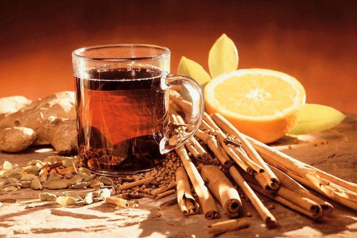 Утренний напиток для здоровья и похудения  Этот напиток рекомендуется пить утром натощак. Он бодрит, очищает организм и укрепляет иммунитет.  Что потребуется: молотая корица; мед; лимон; горячая вода. Как готовить: в горячую воду кладем дольку лимона и добавляем молотую корицу. Даем настояться и заодно немного остыть воде. Когда вода немного остыла добавляем ложку меда и выпиваем.  Эффект заметен уже после недели регулярного применения.