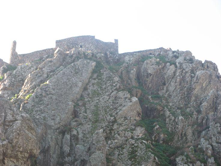 Sobre esas rocas se haya el Castillo de Penha García.