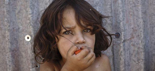 Uno dei ritratti fatti dalla fotografa Nariman El-Mofty l'11 settembre 2013 nel campo profughi di al-Faour, nella valle della Bekaa, Libano orientale (AP Photo/Nariman El-Mofty)