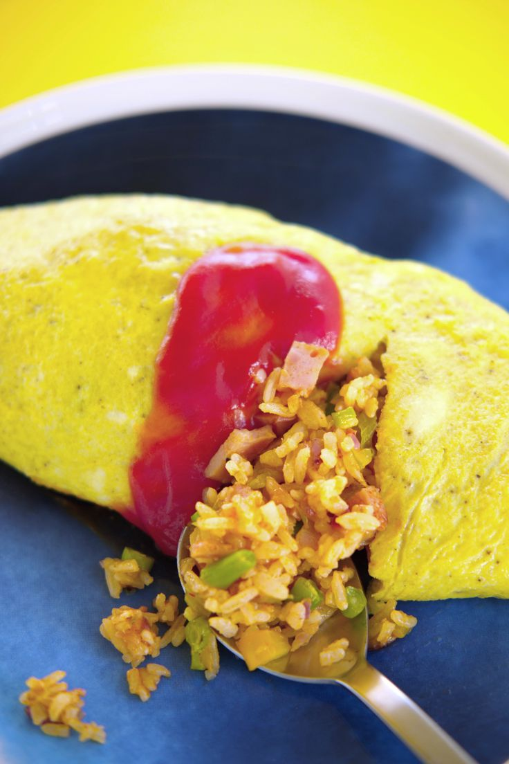 Du må knuse noen egg for å lage omelett Her får du tips til å lage en perfekt omelett! Prøv deg på en omeuraisu, en koreansk omelett med herlig fyll av stekt ris, super som kose- eller restemat. http://www.gastrogal.no/perfekt-omelett/