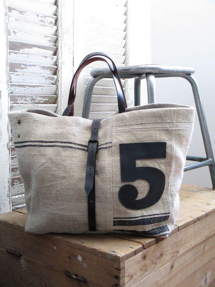Práctico y encantador bolso                                                                                                                                                                                 Más