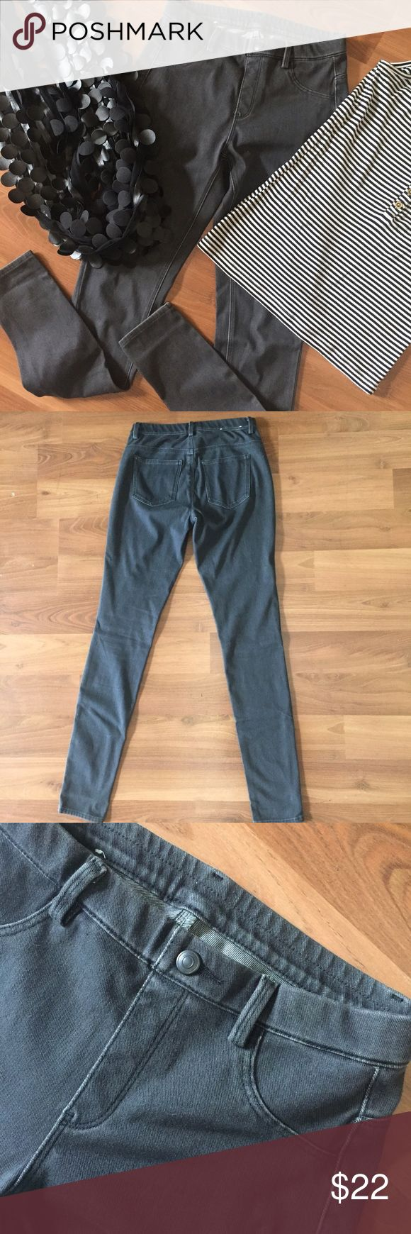 Stretchy denim Uniqlo pant A very comfy pair of legging denim by Uniqlo. XS waist 24-25 in. So soft 57% cotton 30% poly 13% spandex. Beautiful dark gray with functional back pockets. Hardly worn. Perfect condition. Tank & scarf also for sale in my closet. Uniqlo Pants