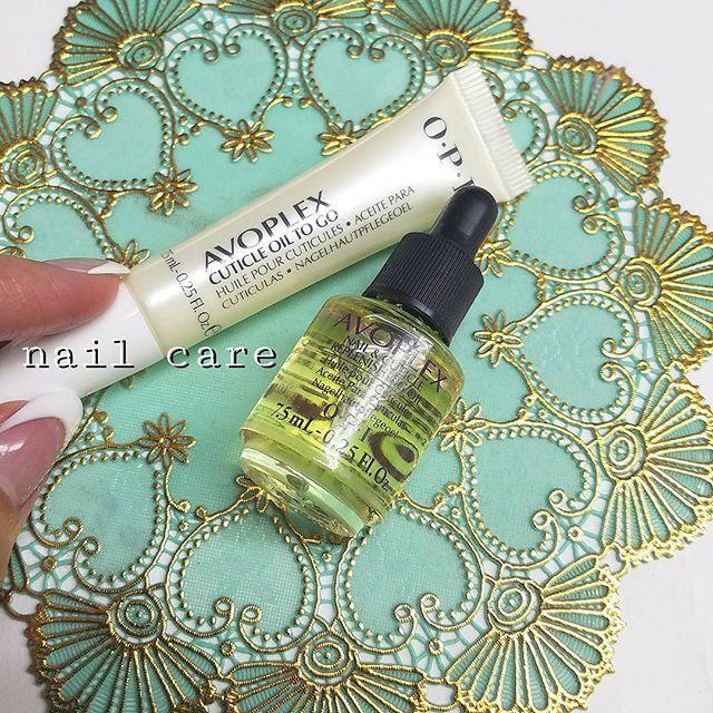 ネイルケア用品のご紹介✨ 爪の周りがガサガサだと キレイななネイルももったいない💦💦 あと、乾燥が原因でジェルの持ちもわるくなる場合があります😰 爪も髪の毛と同じで栄養を与えてあげる必要があります🙌‼ ・チューブタイプ ・リキッドタイプ 気になる方はお気軽にお問い合わせください♡ 爪をキレイに育てていきましょう✨ ・ ・#nail#nailart#nailsalon#nails#Instanail#instagood#gel#gelnail#design#ネイル#ネイルアート#熊本#熊本ネイリスト#熊本ネイルサロン#熊本美容室#ジェルネイル#セルフネイル#大人ネイル#フラワーネイル#夏ネイル#べトロ#vetoro #プリジェル#pregel#ニュアンスネイル#ネイルパーツ#フットネイル#ネイルオイル#OPI ・…