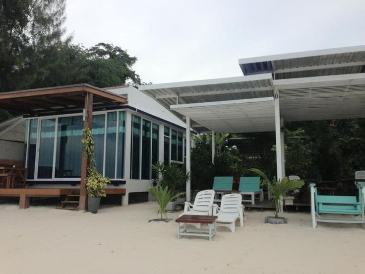 Koh Samet Samed Seaside Resort Thailand, Asia The 2-star Samed Seaside Resort offers comfort and convenience whether you're on business or holiday in Koh Samet. Both business travelers and tourists can enjoy the hotel's facilities and services. All the necessary facilities, including free Wi-Fi in all rooms, Wi-Fi in public areas, car park, restaurant, laundry service, are at hand. Guestrooms are fitted with all the amenities you need for a good night's sleep. In some of the r...