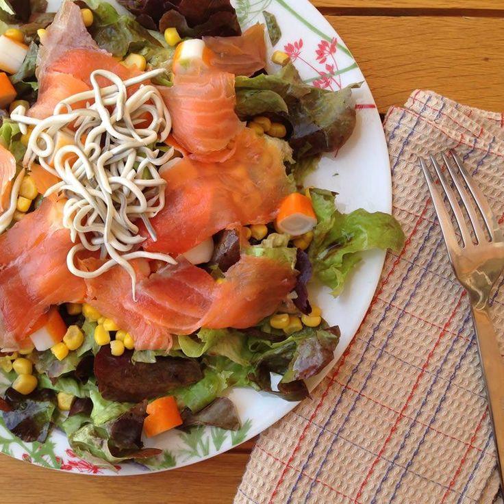Ensalada de salmón ahumado con vinagre balsámico con higos. Una fusión de sabores espectacular.