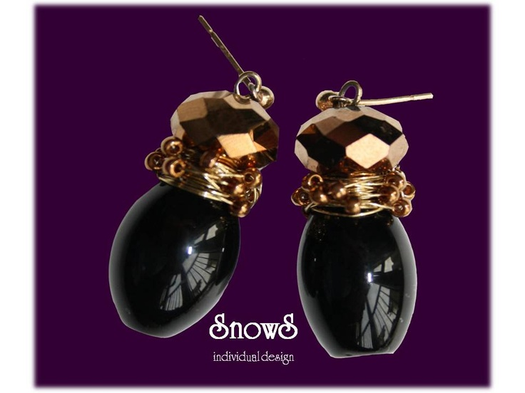 Elegant black onyxe with golden glass pearl and wire-wrapped pearls.
