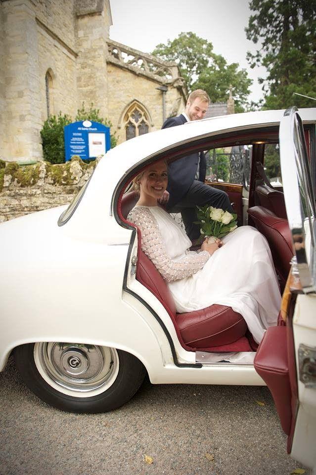 Chauffeur driven luxury to arrive in style #lesleycutlerbridal #luxurywedding #buckinghamshire #bedfordshire #hertfordshire #miltonkeynes