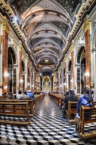 Interior da Catedral de Salta, província de Salta, Argentina.