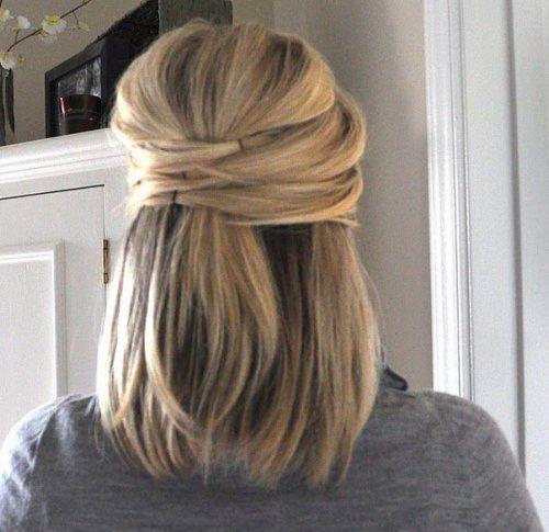peinado enrollado para cabello corto liso